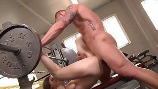 Fucking the gym trainer and swallowing jizz