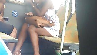 salope black dans le bus
