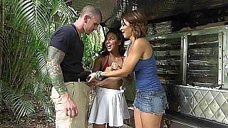 Outdoors threesome fun