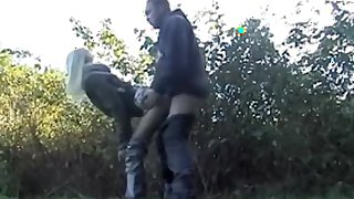 Blonde slut likes sex in the park