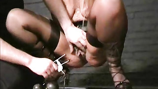 Submissive Crystel Leis tit torments