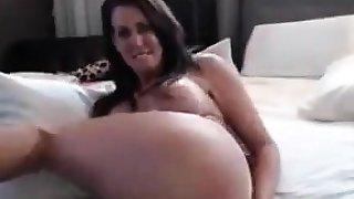 amateur hecilior fingering herself on live webcam