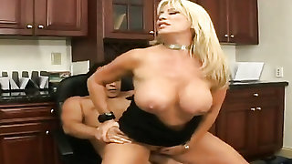 Blonde woman Jenna with juicy butt and clean twat is