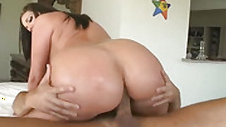 Brunette Kelly Divine with massive knockers and smooth beaver