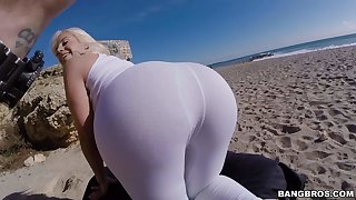 Blondie Fesser fingers her bubble butt on the beach